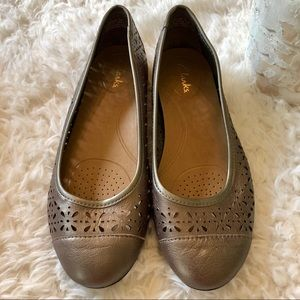 Clarks Gold Leather Ballet Flats size 7